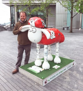 Simon's Cat Mittens Shaun in the City